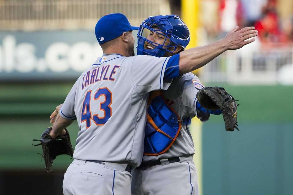 New York Mets relief pitcher Buddy Carlyle, left,