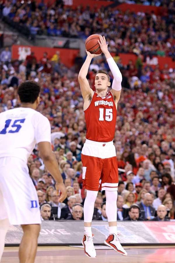 Sam Dekker of the Wisconsin Badgers shoots in