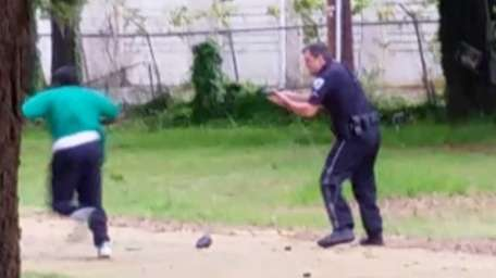 Warning: graphic video. A white South Carolina police