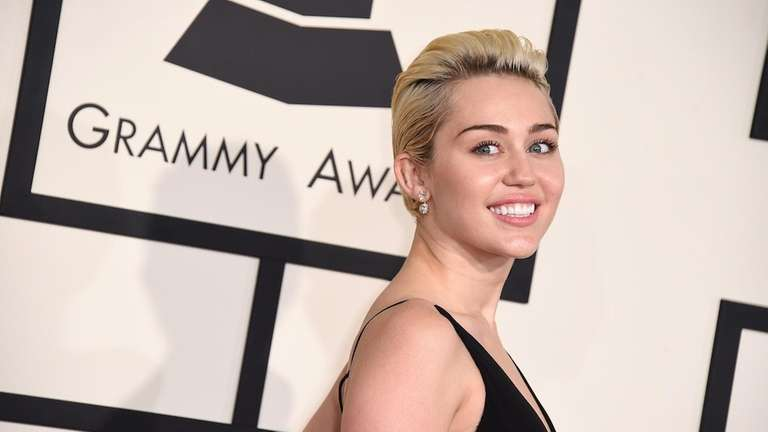 Miley Cyrus arrives at the 57th annual Grammy