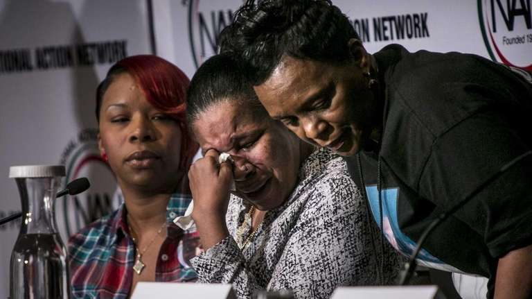 Esaw Garner, center, the widow of Eric Garner,