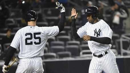 New York Yankees left fielder Chris Young, right,