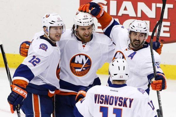 New York Islanders' Michael Grabner celebrates his goal