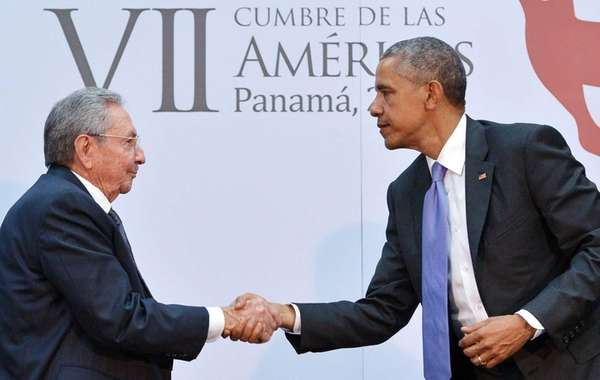 President Barack Obama shakes hands with Cuban President