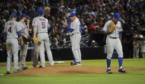 New York Mets pitcher Sean Gilmartin, right, is