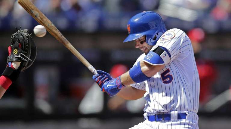 TheMets' David Wright ducks a high pitch from