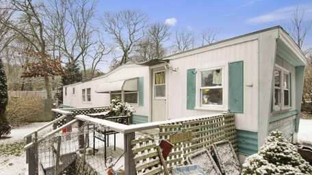 A mobile home in Amagansett for sale for