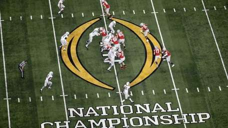 Ohio State, right, and Oregon play during the