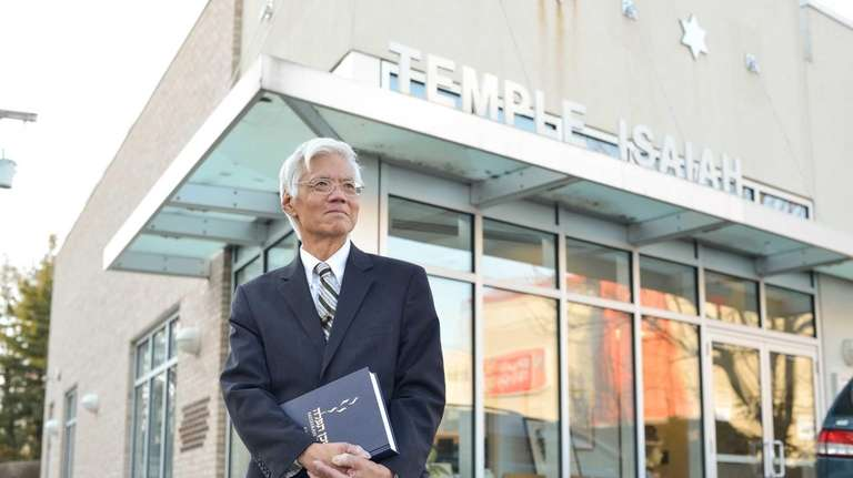 Rabbi Theodore Tsuruoka in front of Temple Isaiah