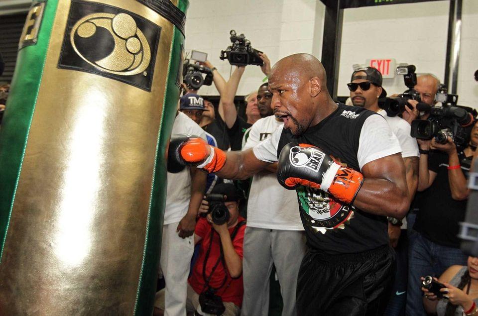 WBC/WBA welterweight champion Floyd Mayweather Jr. works out