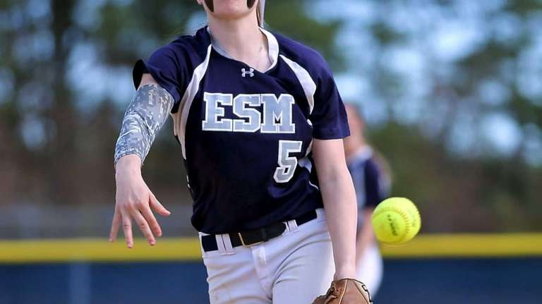 Eastport-South Manor starting pitcher Marissa Rizzi delivers a