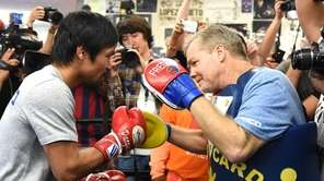 Manny Pacquiao trains with Freddie Roach in preparation