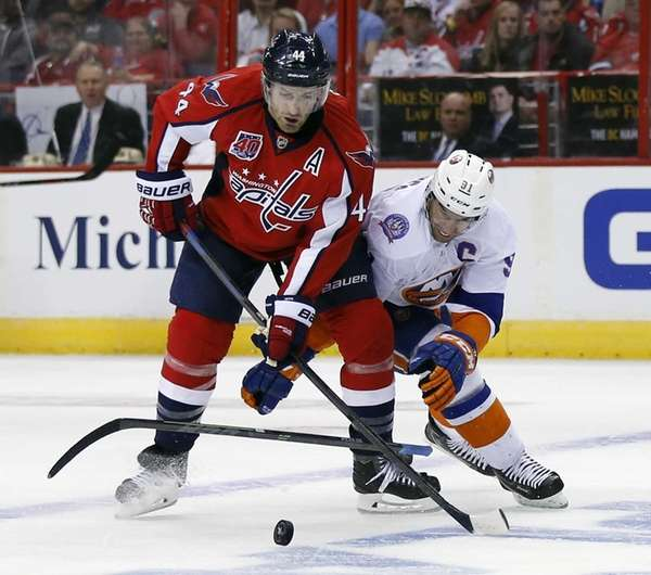 New York Islanders center John Tavares loses his