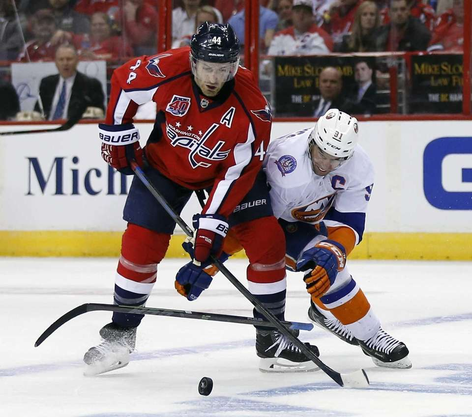 New York Islanders center John Tavares loses his