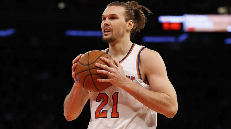 Lou Amundson #21 of the New York Knicks