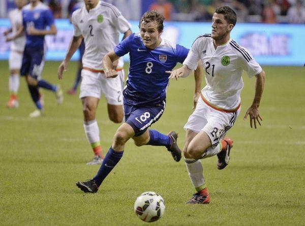 USA defender Jordan Morris chases the ball against