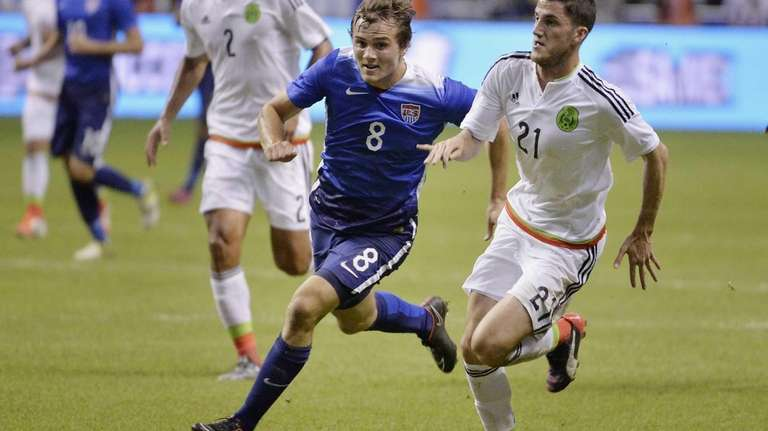 USA defender Jordan Morris chases the ball against