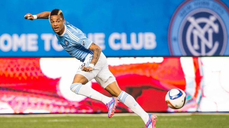 New York City FC forward Khiry Shelton passes
