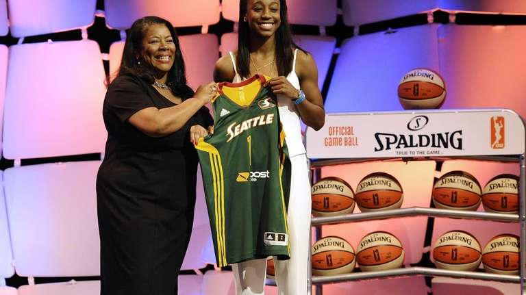 Notre Dame's Jewell Loyd, right, holds up a