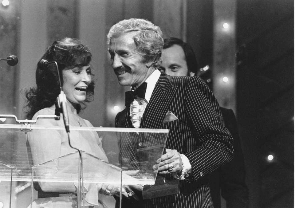 Marty Robbins accepts the Male Artist of the
