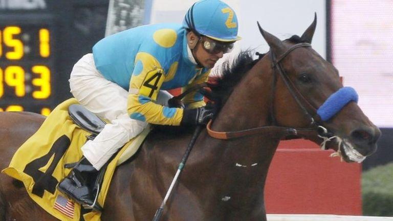 American Pharoah, ridden by jockey Victor Espinoza, wins