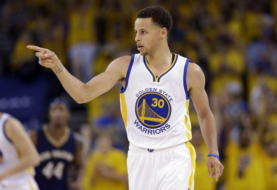 The Golden State Warriors' Stephen Curry (30) points