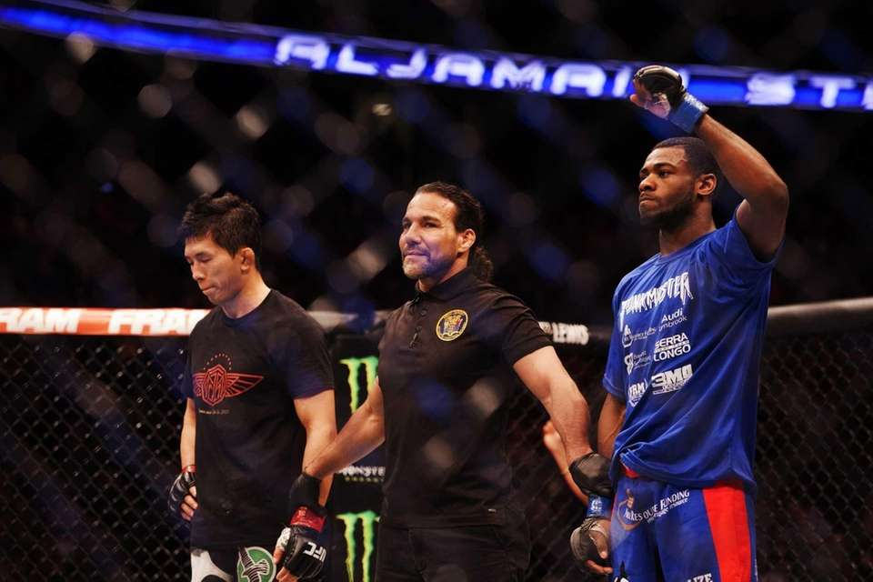 Aljamain Sterling defeated Takeya Mizugaki to win his