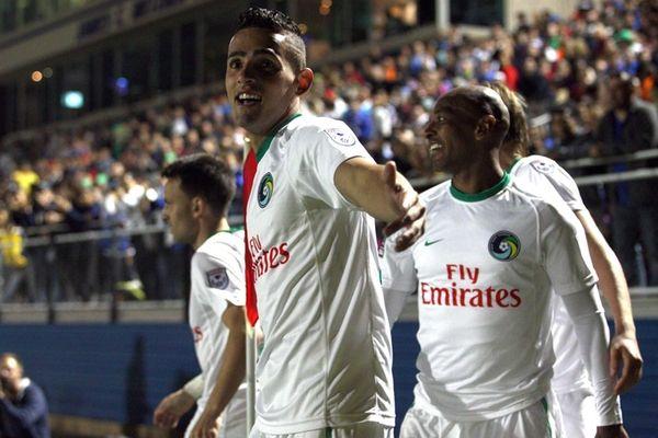 New York Cosmos midfielder Leo Fernandes #22, right,