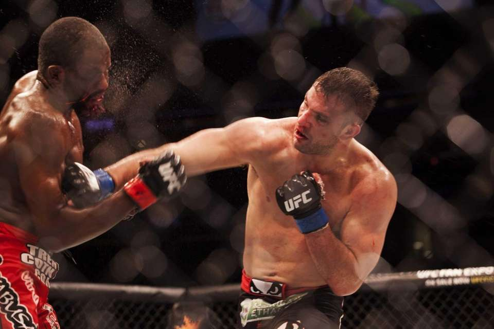 Gian Villante defeats Corey Anderson to win his