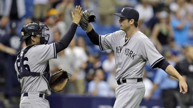 New York Yankees relief pitcher Andrew Miller, right,