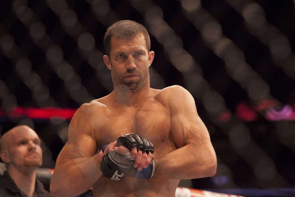 Luke Rockhold submitted Lyoto Machida via a rear