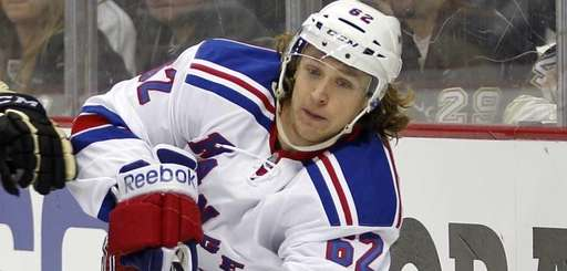 Carl Hagelin of the New York Rangers plays
