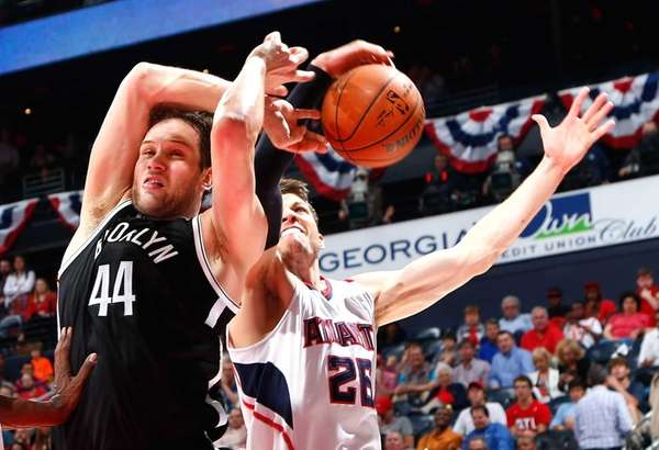 Bojan Bogdanovic #44 of the Brooklyn Nets draws