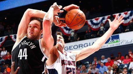 Bojan Bogdanovic #44 of the Brooklyn Nets draws