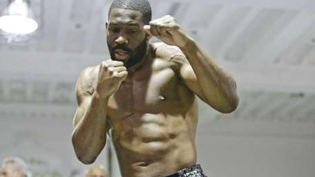 Boxer Bryant Jennings works out Wednesday, April 22,