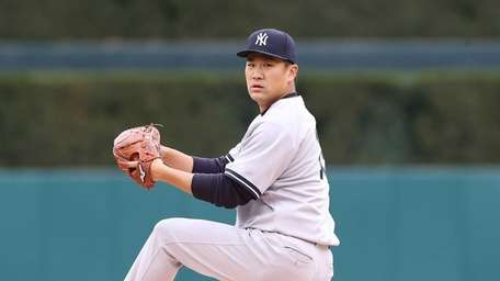Masahiro Tanaka of the New York Yankees warms