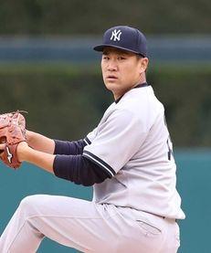 Masahiro Tanaka of the New York Yankees warms