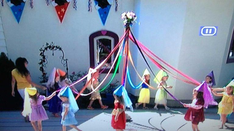 Kiddie Kollege preschoolers in Patchogue perform a maypole