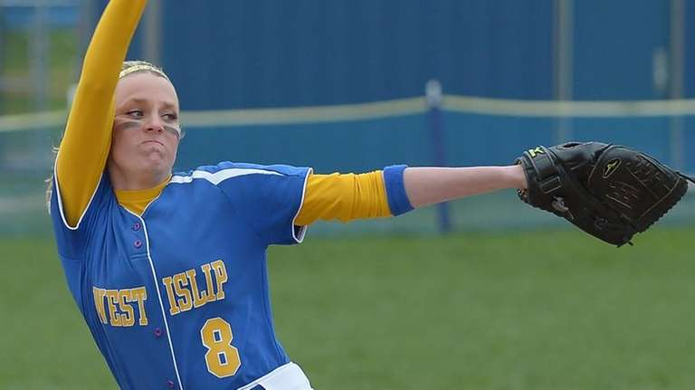 West Islip's Rachel Wandzilak delivers a pitch during