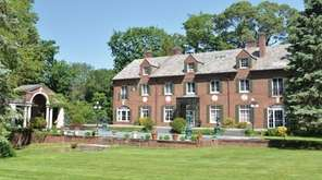 This Old Westbury mansion went on the market