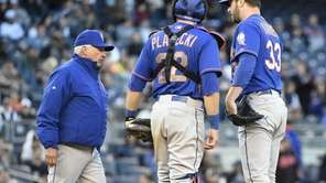 New York Mets manager Terry Collins takes Mets