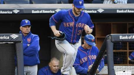 New York Mets starting pitcher Matt Harvey runs
