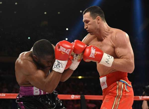 Wladimir Klitschko, right, and Bryant Jennings exchange punches