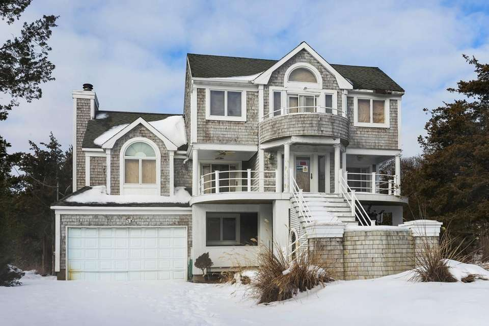 Vacant Houses Auction See Some Of The Homes Up For Bid