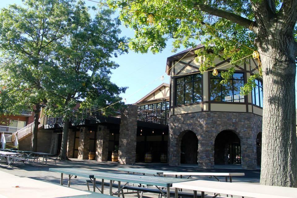Plattduetsche Park Restaurant (1132 Hempstead Tpke., Franklin Square):