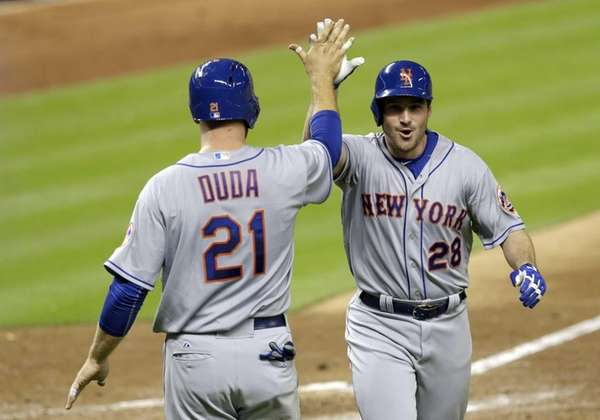 The New York Mets' Daniel Murphy (28) is