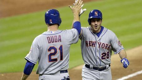 The New York Mets' Daniel Murphy (28) is