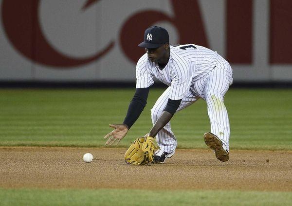 New York Yankees shortstop Didi Gregorius fields the
