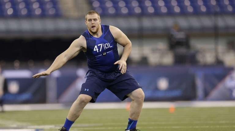 Iowa offensive lineman Brandon Scherff runs a drill