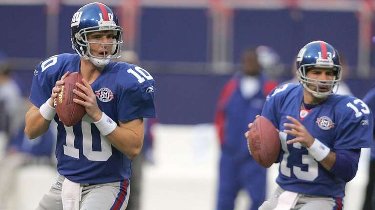Eli Manning and Kurt Warner of the Giants